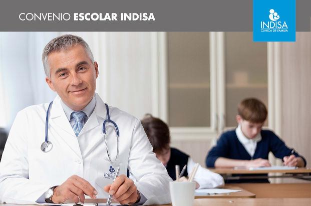 doctor con estudiantes escolares
